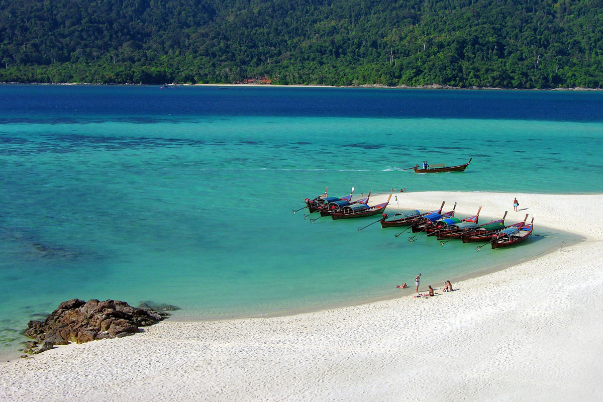 beach and ocean koh lipe